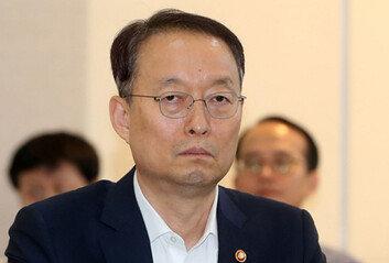[단독] 백운규 전장관 檢출석…'원전평가 조작' 조사받아