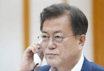 """文대통령, 시진핑과 통화""""방한 등 고위급 교류 긴밀 협력"""""""