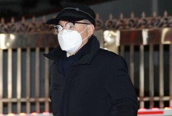 검찰, '부하직원 성추행' 오거돈 사퇴 9개월만에 기소
