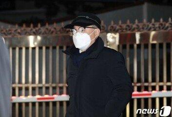 '부하직원 성추행' 오거돈 사퇴 9개월 만에 기소…피해자 2명