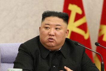 北김정은 위인전 발간文대통령 언급, 일절 없어