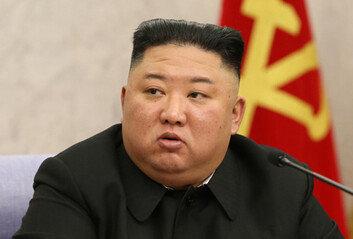文 언급없이 남북 정상회담 소개北 김정은 위인전 공개