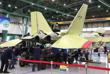 첫 국산 전투기 KTX 시제기 내달 출고7월부터 시험비행