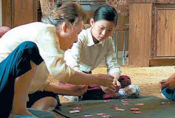 파격의 아이콘 윤여정, 74세에 월드스타 오르다