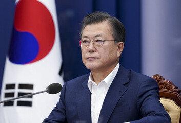 文대통령, 윤석열 사의 1시간만에 수용