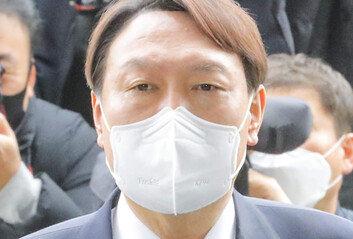 尹, 4월 보선후 독자세력화 무게당분간은 정치와 거리둘듯