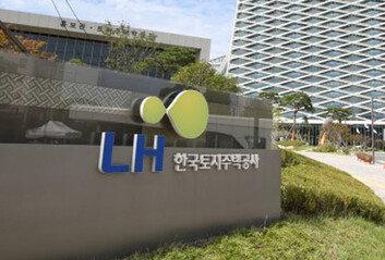 [속보]총리실 산하 LH 전수조사팀, LH 진주 본사 압수수색