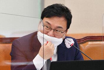 """檢 """"이상직, 회삿돈으로 포르쉐 빌려 딸이 이용"""""""