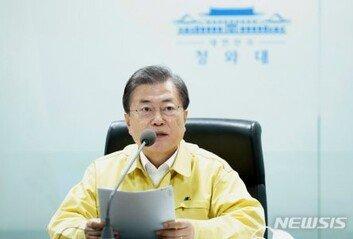 민심 경고에도 文 국정 마이웨이 지지율 최저 경신