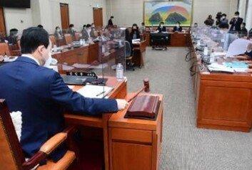 국회의원 뺀 이해충돌방지법, 특권의식에 젖은 꼼수다