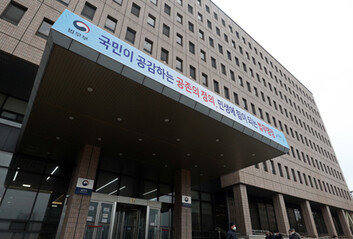 [속보] 법무부, 직원 코로나 확진에 청사 폐쇄…전직원 검사