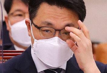 '투명한 공채' 취임사와 거리 먼 공수처장 비서관 특혜채용 논란