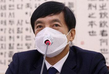 """이성윤, 4차례 출석통보끝 조사 응해檢내부 """"기소 늦추려는 것"""""""