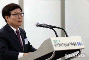"""'천안함 재조사 논란' 軍진상위 위원장 사의  """"잘못 깊이 통감"""""""
