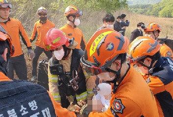 충북도 산불진화 헬기 추락1명 심정지·1명 구조