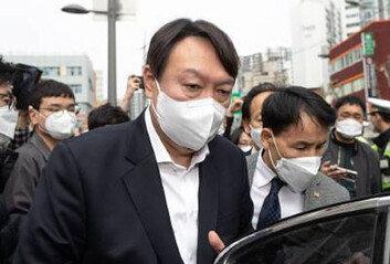 尹, 외교-노동 등 자문하며 '열공 모드' 安, 야권통합 본격 기싸움