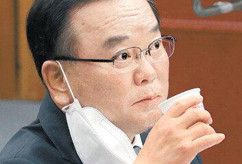 """""""문자폭탄, 민주주의적 방식 아니다""""조국·문파와 선 그은 김부겸"""