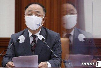 """홍남기 """"특별방역주간 종료 불편 줄이는 '스마트 방역' 강구"""""""