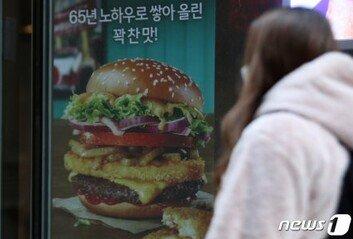 햄버거 6.1%, 김밥 4.4%…외식물가 1년 10개월 만에 최대폭 상승