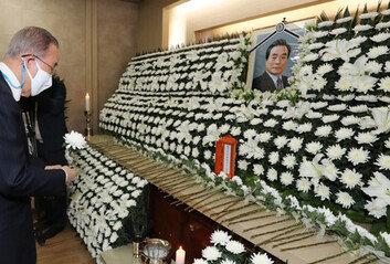 """""""많은 가르침을 주신 분"""" 이한동 前총리 빈소 조문 행렬"""