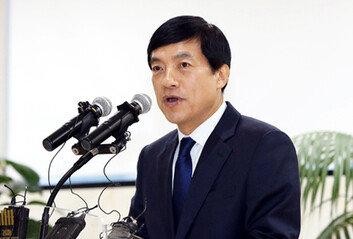 윤석열의 정권수사에 맞선 이성윤, 중대기로에 서다
