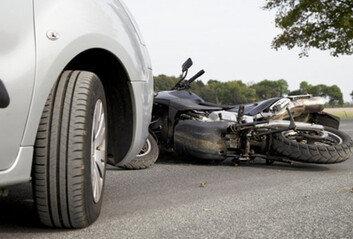 전직 아나운서 몰던 차량, 오토바이와 '쾅'…50대 배달원 숨져