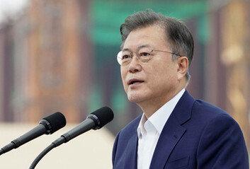 文대통령 국정지지율 2%p 떨어진 32%…20대 '19%' 최저치