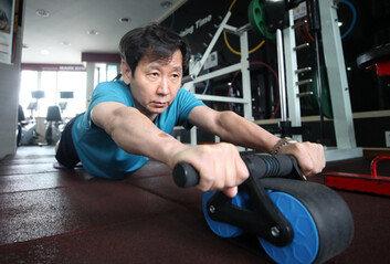 '병 있는 것 아니냐' 질문받던 50대 의사운동과 쌓은 담 허물고 헬스클럽 '출근'