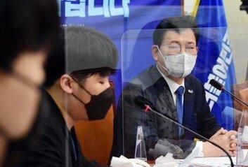 """""""민주당 지지하냐는 비하 표현""""20대, 송영길 면전서 작심 비판"""