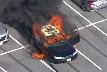 담배 피우다 손 소독제 쓰면 안돼요!美서 차량 폭발 사고