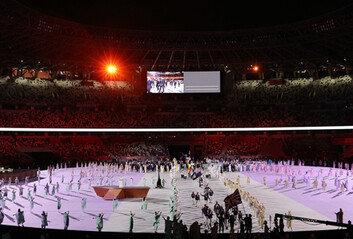 경기장 안과 밖이 달랐던 개막식 코로나19가 만든 이색 풍경