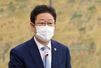 """황희 장관 """"후쿠시마 식자재 먹지 말라고 지시한 적 없다"""""""