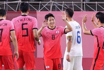 김학범호, 루마니아 4-0 대파'이강인' 멀티골…B조 선두 등극