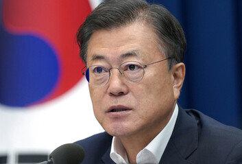'청해부대 사태' 文 지지율 주춤 민주 35.1% 국민의힘 33.7%