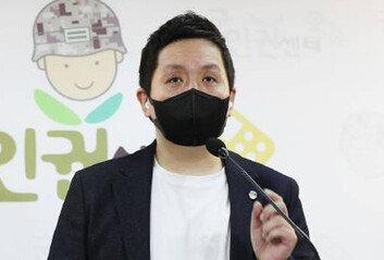 '성추행 2차 가해' 피고인, 국방장관실 200m 거리 수감중 숨져