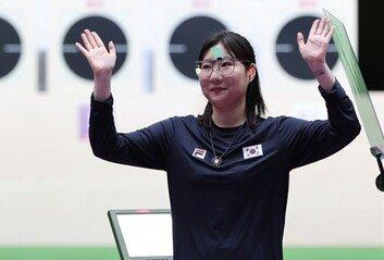김민정, 사격 첫 메달여자 25m 권총 은메달 획득