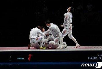 펜싱 男에페 단체, 중국 꺾고 값진 銅 에페 단체전 사상 첫 메달