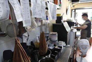 """배달음식점의 눈물 """"매출 78%는 앱 수수료 등으로 사라져"""""""