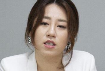"""조성은 """"박지원 8월 하순 한번 더만났다"""" 시인…野 """"朴원장 경질하라"""""""