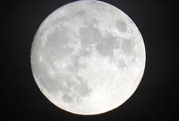 비 내리는 한가위보름달은 오후 7시쯤