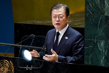"""文, 北 핵개발 정황에도 """"종전선언"""" 마지막 승부수…美-中 호응할까"""