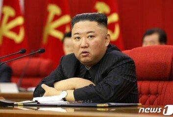 """북한 """"새로 개발한 극초음속미사일 '화성-8'형 시험발사"""""""