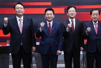 """尹 """"독선적 리더십에 사람들 떠나""""洪 """"구태 정치인이나 모으면서"""""""