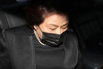 전두환 부인 이순자, 盧빈소 조문…5·18 질문엔 '묵묵부답'