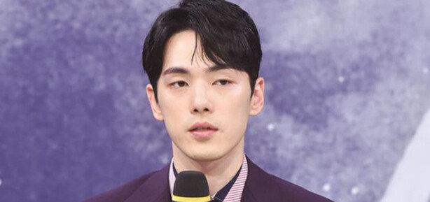 """김정현 자필 사과문 """"개인적 문제로 불미스러운 일 자초…사죄"""""""