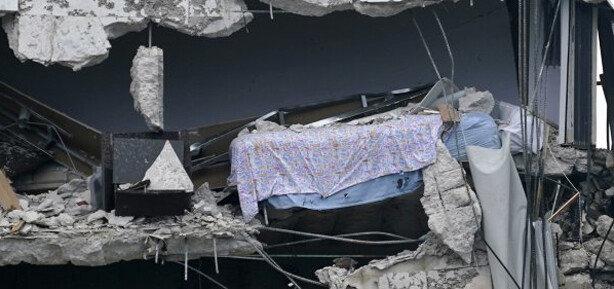"""美 붕괴 아파트 남은 벽면에 침대 그대로…""""끔찍"""""""