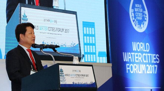 권영진 대구시장이 9월 20일 대구에서 열린 '세계물도시포럼'에서 환영사를 하고 있다.