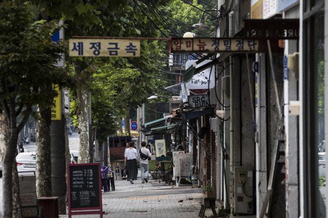 철공소와 카페가 공존하는 문래동 거리 풍경.