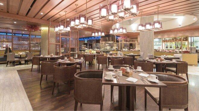 중국 베이징의 한 고급 식당이 손님이 하나도 없어 파리만 날리고 있다. [CGTN]