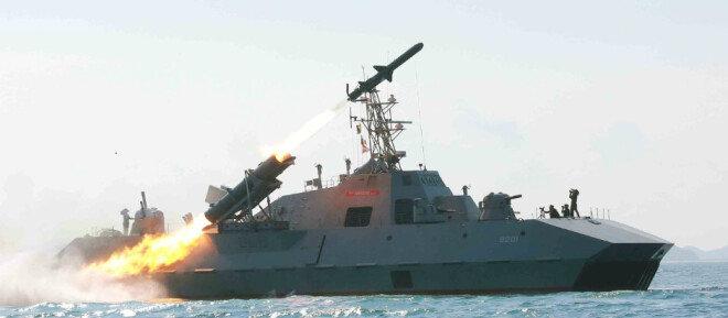 해삼급 미사일 고속정에서 발사되는 금성 3호 미사일.